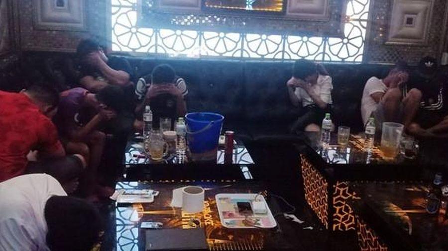 11 cô gái tham gia 'tiệc ma túy' tại phòng hát karaoke
