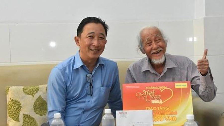 'Mai Vàng nhân ái' thăm hai nghệ sĩ Mai Thành và Phan Văn Sáng