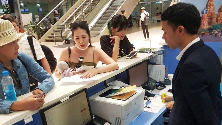 Hành khách bức xúc vì bị hủy chuyến bay không thông báo trước