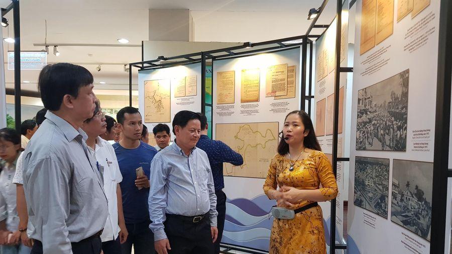 Hơn 200 tài liệu tại triển lãm 'Đô thị biển Đà Nẵng qua tài liệu lưu trữ'