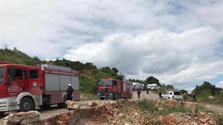 Kinh hoàng xe chở pháo hoa phát nổ, 9 người thương vong