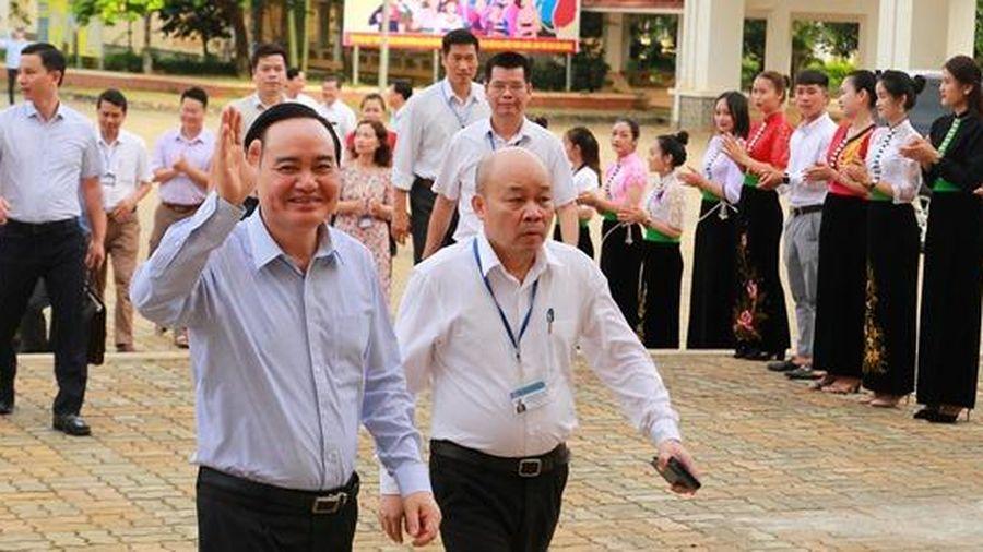 Bộ trưởng Phùng Xuân Nhạ: Trường ĐH Tây Bắc cần khơi nguồn tài nguyên tri thức từ con em dân tộc thiểu số