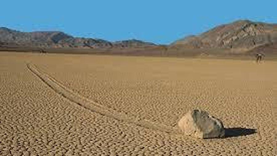 Bí ẩn 'tảng đá biết đi' ở thung lũng Chết, nơi khắc nghiệt nhất Trái Đất