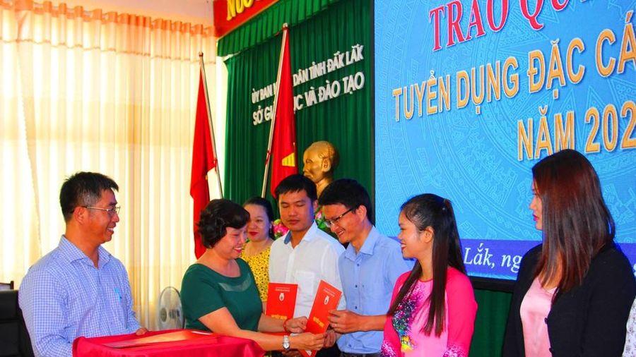 37 giáo viên Đắk Lắk được tuyển dụng đặc cách