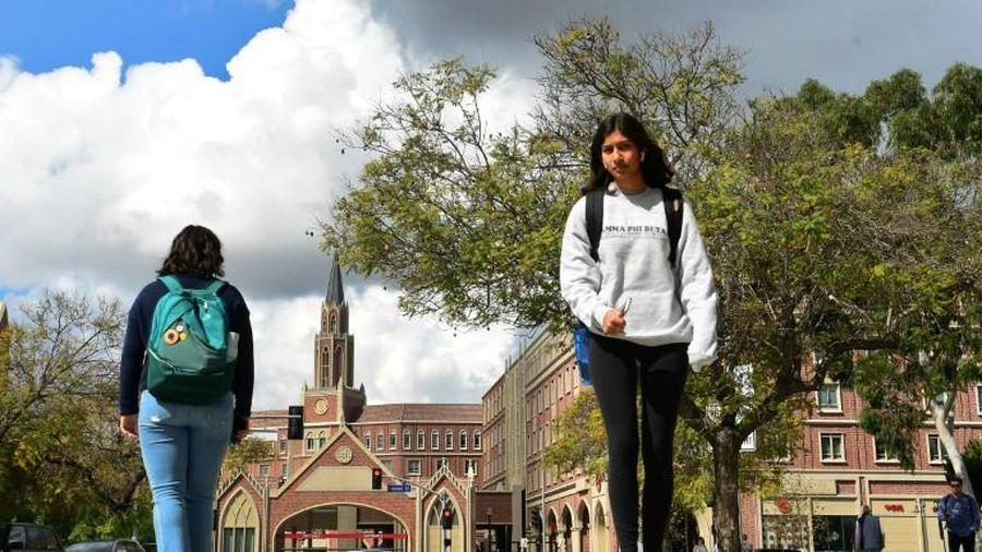 Du học sinh Mỹ thấp thỏm trước viễn cảnh bị trục xuất