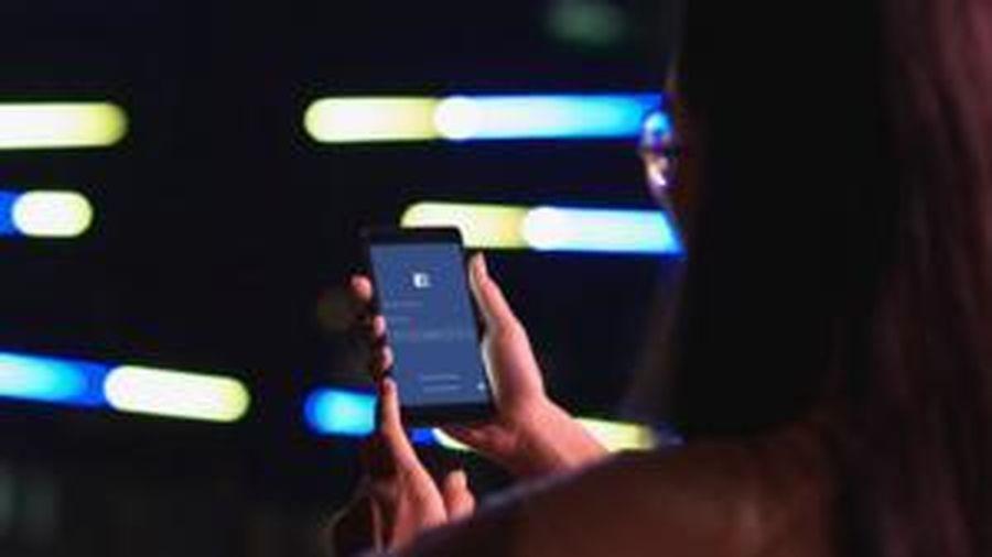 Giao diện đen huyền bí vừa chính thức 'cập bến' Facebook, đây là cách để bạn kích hoạt tính năng này