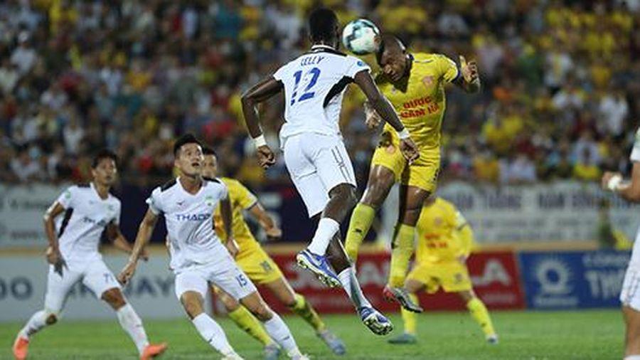 Tiền vệ Quang Hải nguy cơ phải ngồi ngoài ở vòng 9 V.League
