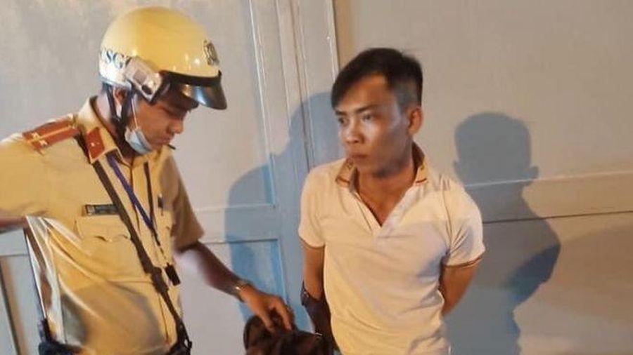 Cảnh sát giao thông dũng cảm bắt đối tượng cướp giật