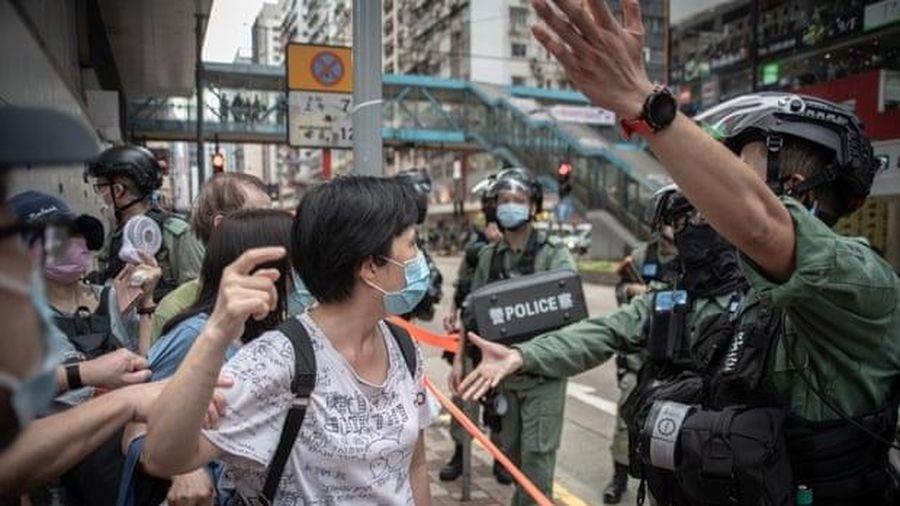 Trung Quốc 'khó chịu' khi Austalia mở cửa đón người Hồng Kông