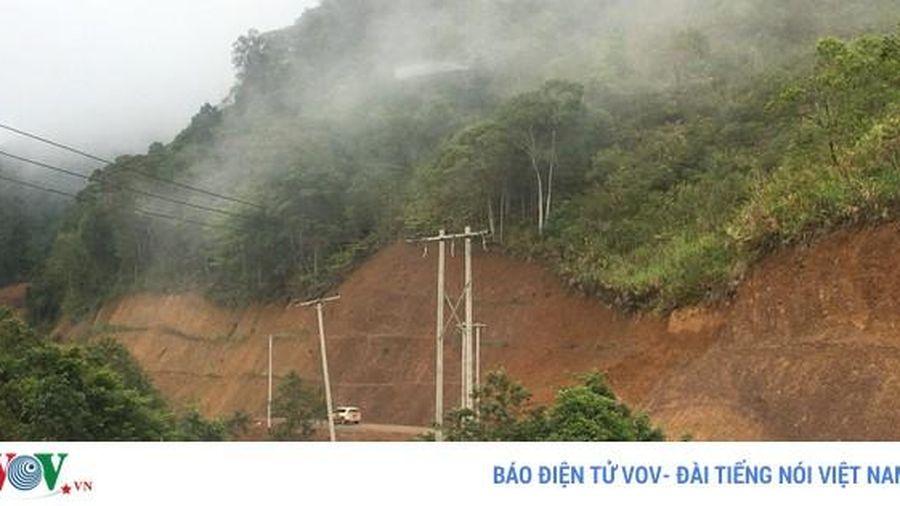 Sạt lở núi, đường đi Bắc Lào ách tắc