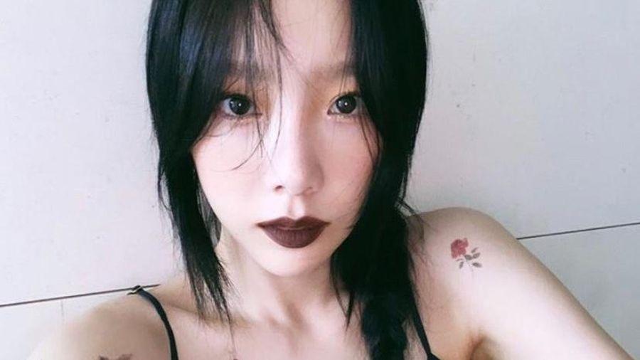Taeyeon lộ thân hình gầy gò khi diện váy áo hai dây khoe hình xăm