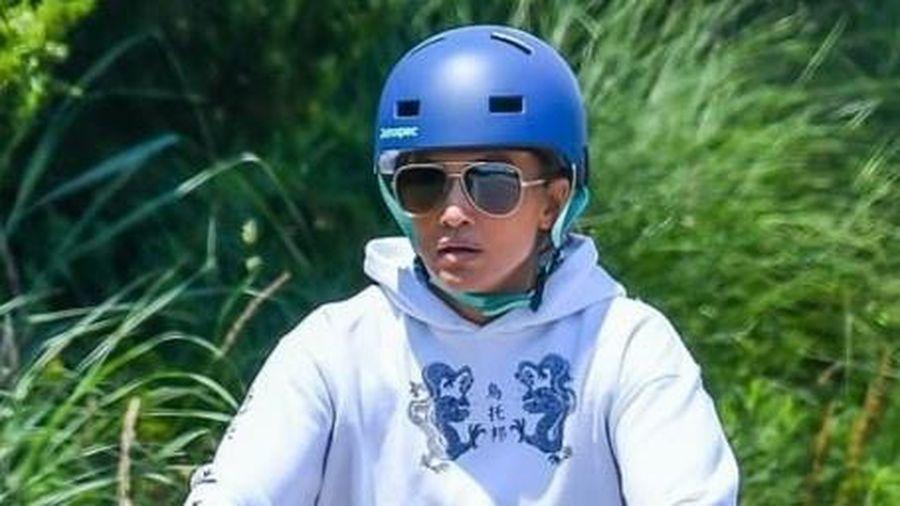 Jennifer Lopez bị chỉ trích khi đi nghỉ mát