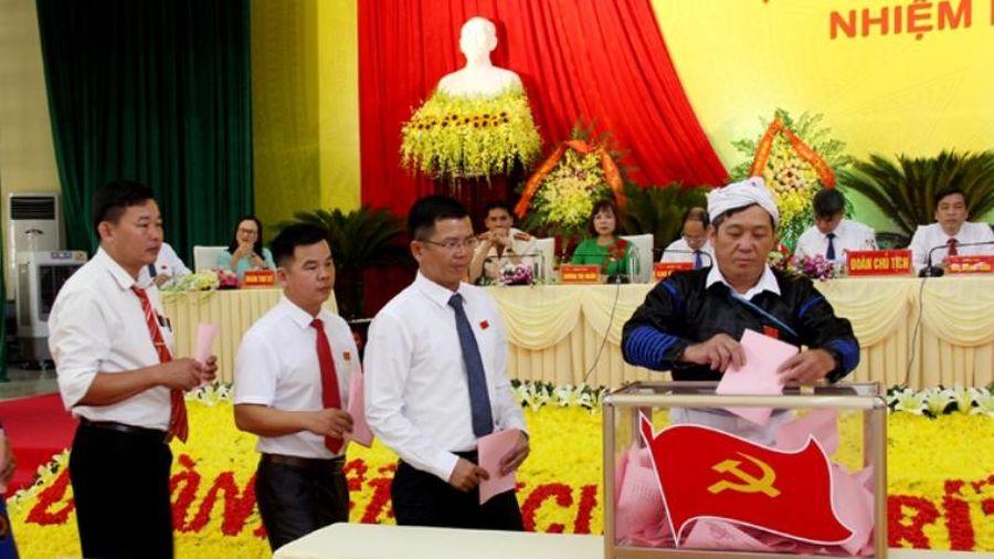 Bầu trực tiếp Bí thư tại Đại hội Đảng bộ huyện Văn Chấn