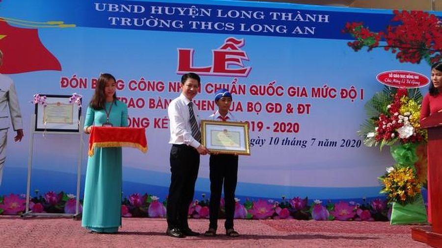 Bộ GD&ĐT tặng bằng khen cho học sinh khơi thông miệng cống ở Đồng Nai