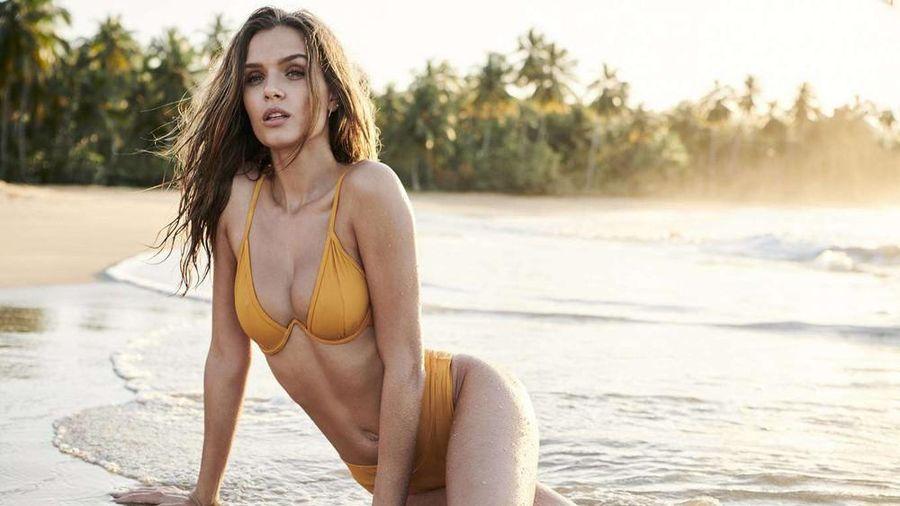 Mỹ nhân áo tắm Josephine Skriver đẹp như mộng trước biển