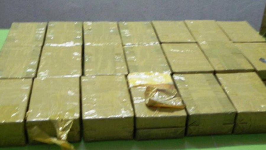Bắt quả tang đối tượng vận chuyển 41 bánh heroin