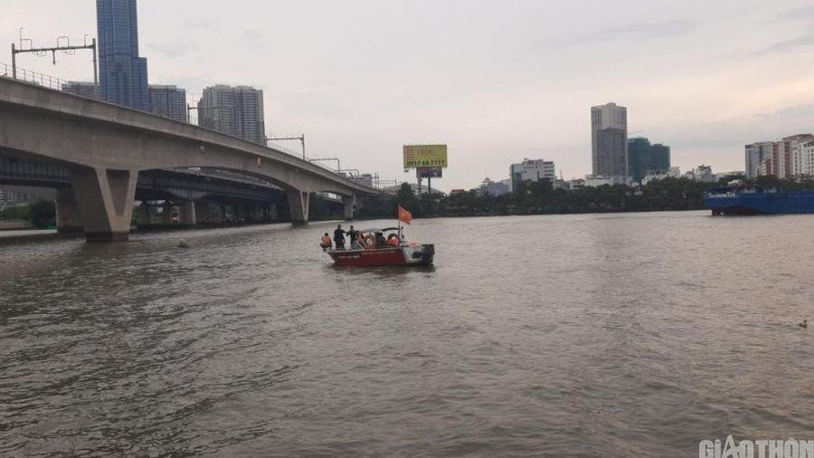 Cầu Sài Gòn kẹt cứng vì dân đứng ngóng tin tìm người mất tích