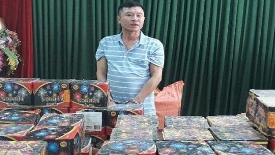 Nghệ An: Bắt quả tang đối tượng vận chuyển 6 tạ pháo nổ