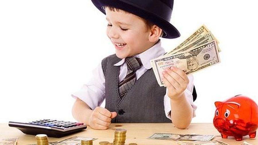 Nên dạy con về tiền bạc từ lúc mấy tuổi, hầu hết nhận định của các ông bố bà mẹ Việt đều sai