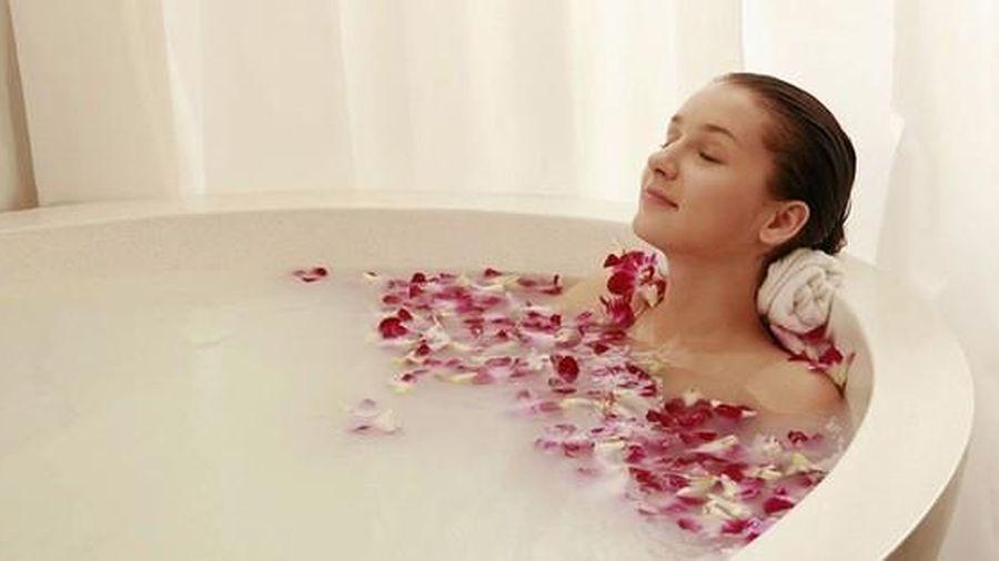 Người phụ nữ này suýt mất mạng vì thói quen tắm bồn nước nóng