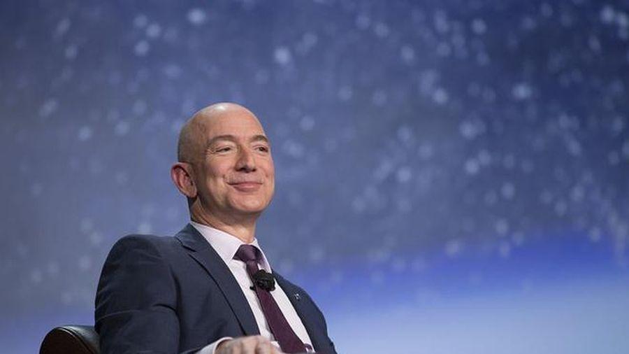 Giàu có vượt Warren Buffett, Elon Musk sẽ trở thành Jeff Bezos thứ 2?