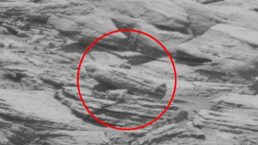 Giật mình 'vật thể lạ' giống quan tài chứa xác ướp ở... sao Hỏa