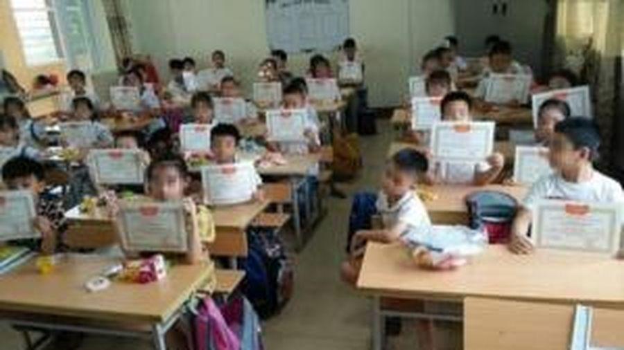 Vụ học sinh 'lạc lõng' trong lớp khi không nhận được giấy khen: Bộ GD-ĐT lên tiếng