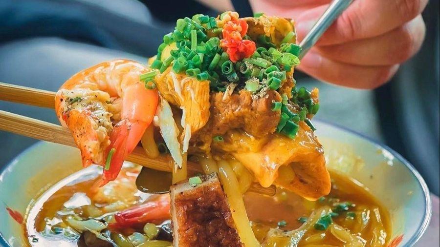Bánh canh cua, hoành thánh lá và loạt món hút khách ở TP.HCM