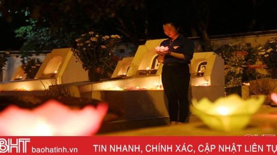 Lắng đọng lễ 'Thắp nến tri ân - Khúc hát anh hùng' tại Ngã ba Đồng Lộc