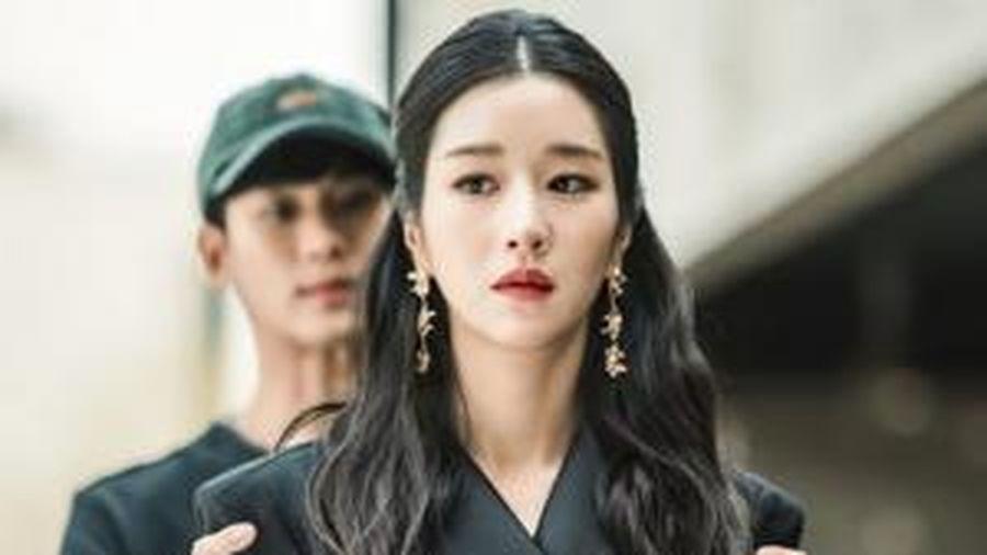 Phản ứng hóa học ngọt như đường của Kim Soo Hyun và Seo Ye Ji trong hậu trường Điên thì có sao
