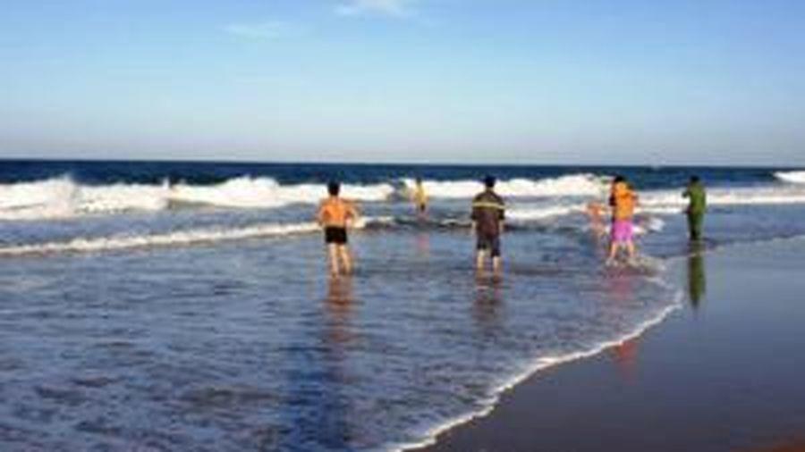 Bé 8 tuổi tắm biển bị chân vịt thuyền thúng cắt gãy xương tay và vai