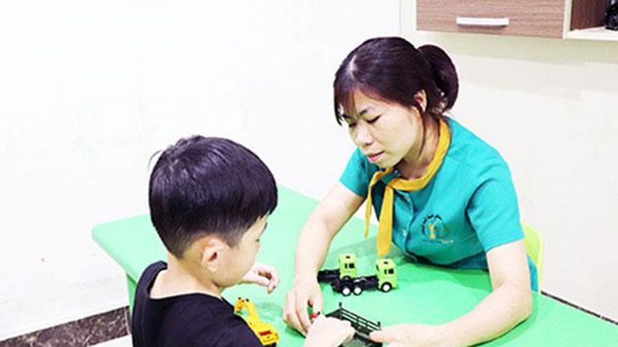 Chuyện của những chuyên viên can thiệp trẻ tự kỷ
