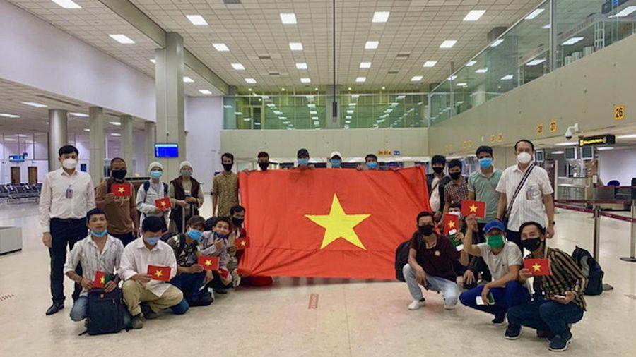 Chuyến bay đặc biệt đưa 116 lao động Việt Nam mắc Covid-19 về nước