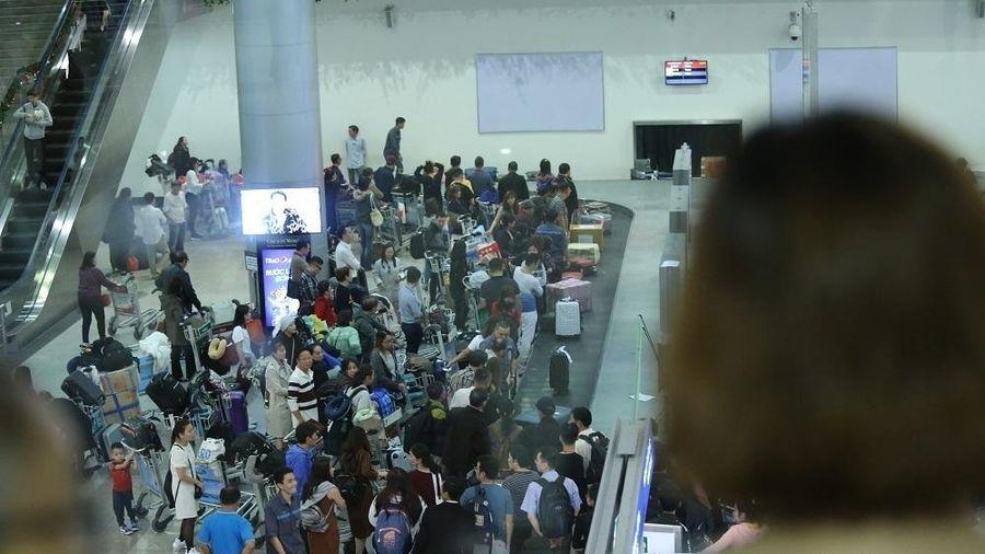 Nữ hành khách bị túm tóc, đánh tại sân bay Tân Sơn Nhất