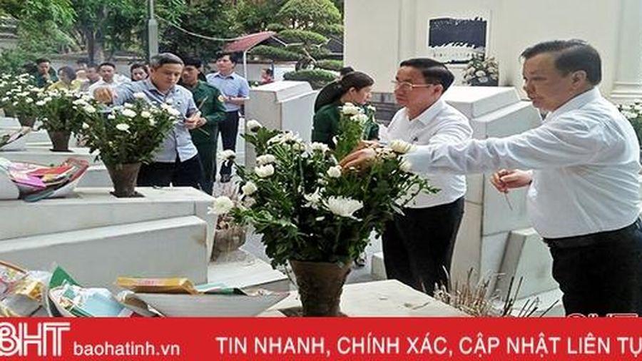 Bộ trưởng Bộ Tài chính dâng hương tại Khu di tích Ngã ba Đồng Lộc
