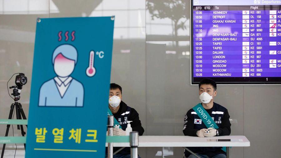 Hàn Quốc tiếp tục đối mặt với làn sóng COVID-19 'nhập khẩu'
