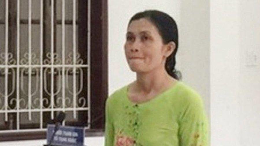 Lừa đảo chiếm đoạt gần 800 triệu đồng, nữ cán bộ ấp bị phạt 10 năm tù