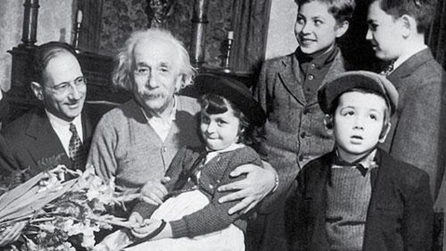 Bức thư Einstein gửi con gái: Câu chuyện đẹp chỉ là điều hư cấu?