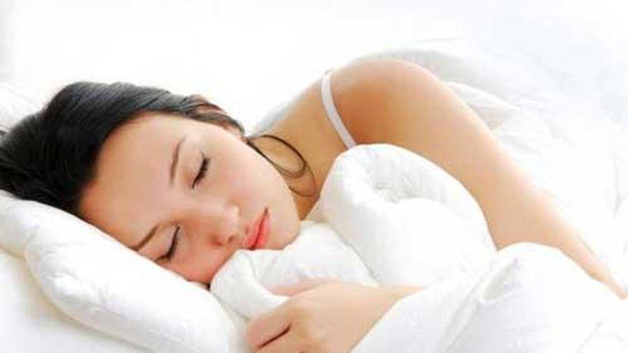 Mẹo nhỏ để bạn ngủ ngay sau 1 phút đặt lưng xuống giường