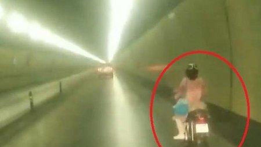 Truy tìm người phụ nữ liều lĩnh chạy xe máy qua hầm Hải Vân