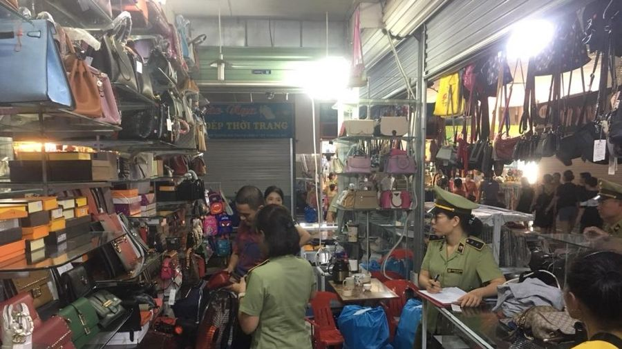 Quảng Ninh: Kiểm tra 4 'điểm nóng', phát hiện gần 3.700 hàng giả, nhập lậu
