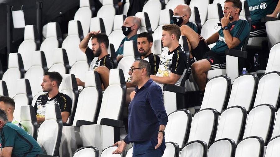 Ronaldo ngán ngẩm nhìn Juventus thua 1-3 trong ngày nâng cúp