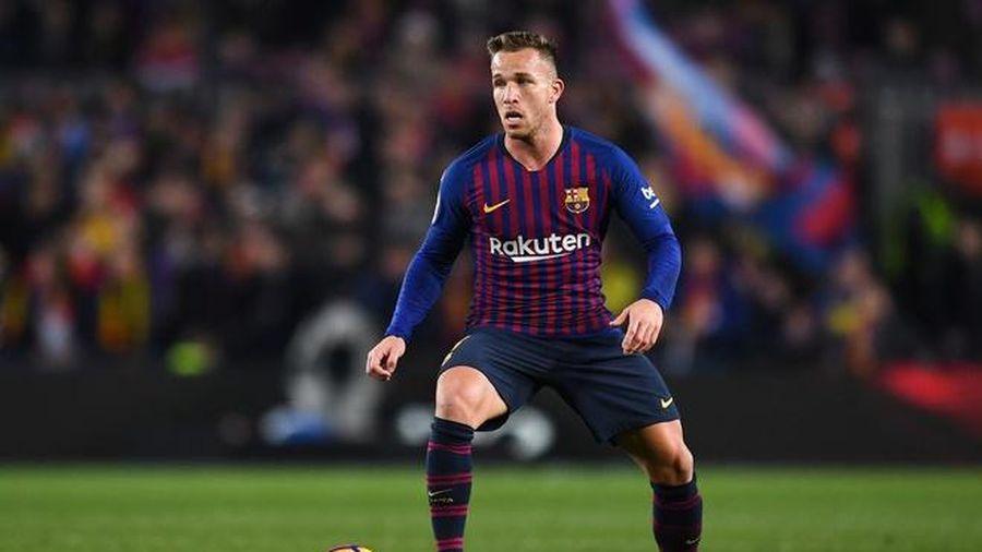 Barca lên án cầu thủ tự ý bỏ về Brazil