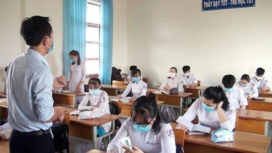 Phú Yên: Sắp xếp, giãn cách chỗ ngồi của thí sinh thi tốt nghiệp THPT