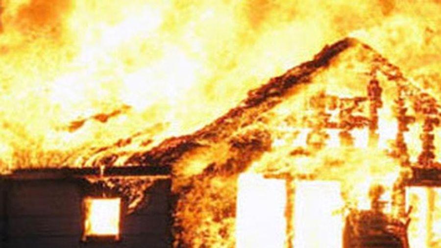 Hoảng hốt khung cảnh căn bếp nhà hàng cháy ngùn ngụt vì rò gas