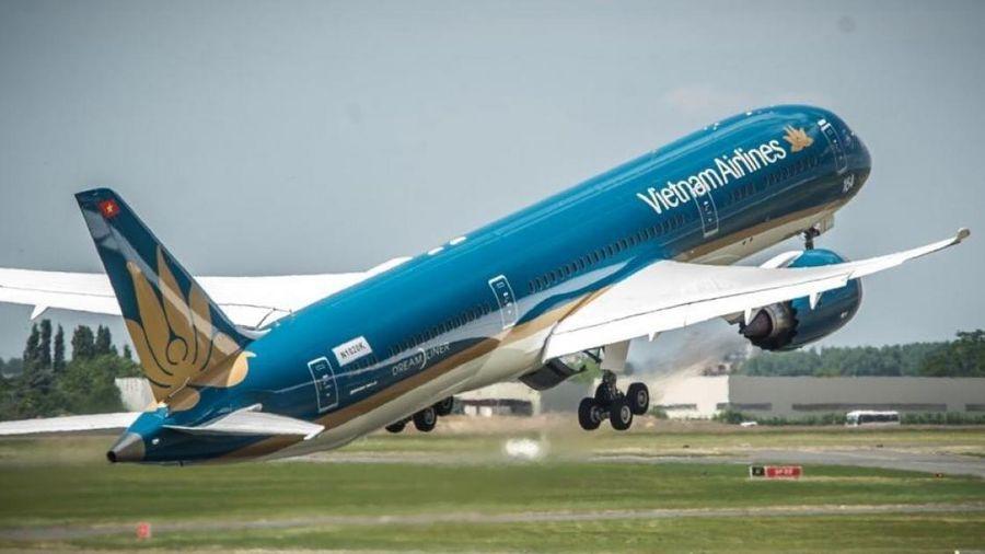 Hàng loạt chuyến bay hoãn hủy do ảnh hưởng của bão số 2