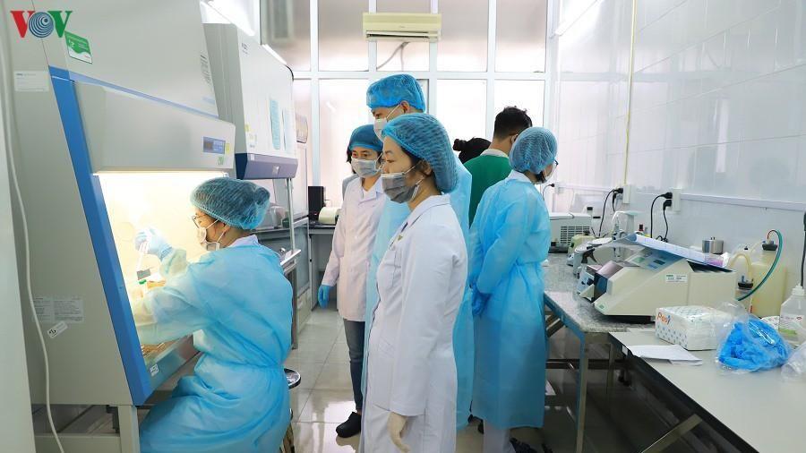 Quảng Ninh test nhanh người qua vùng dịch để sàng lọc SARS-CoV-2