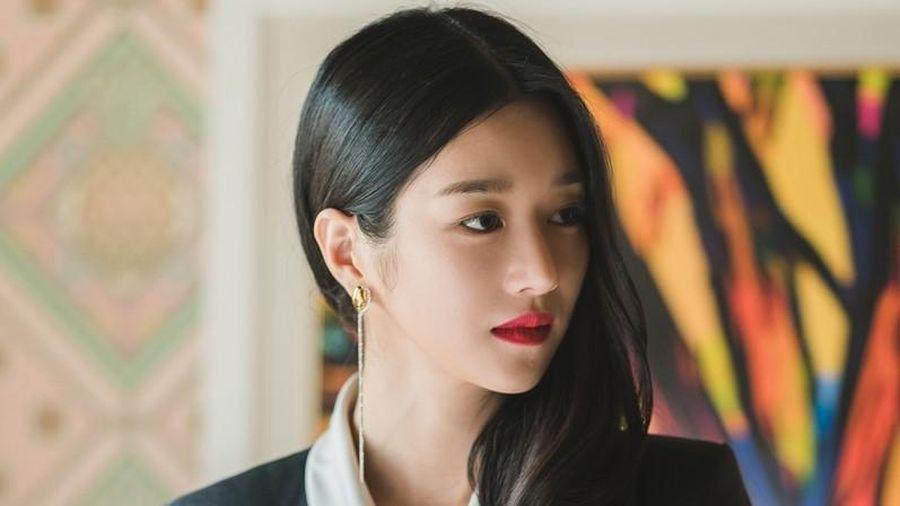 Seo Ye Ji đúng là 'thánh đồ hiệu', đến bật lửa, bút máy và ô cũng có giá gây choáng