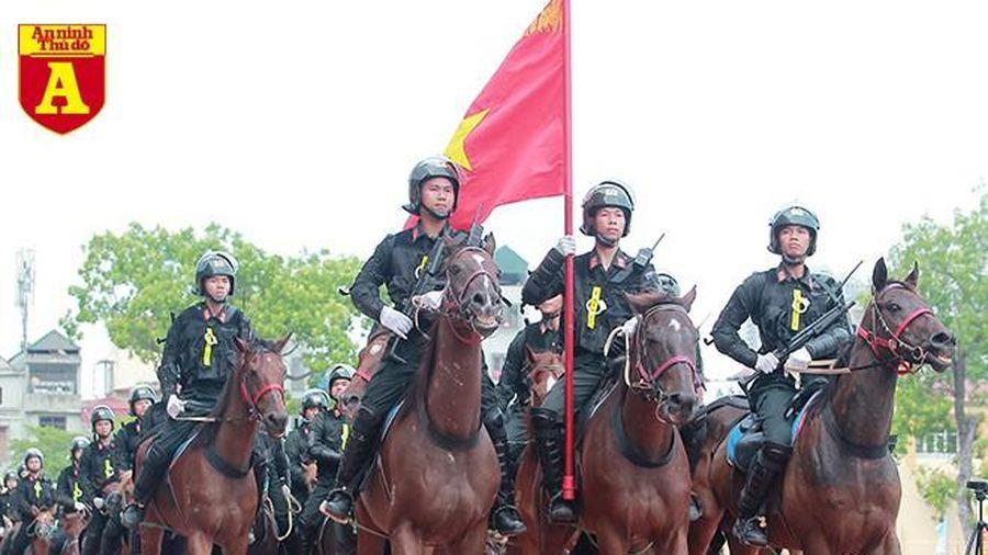 Mãn nhãn với màn trình diễn của Cảnh sát cơ động Kỵ binh