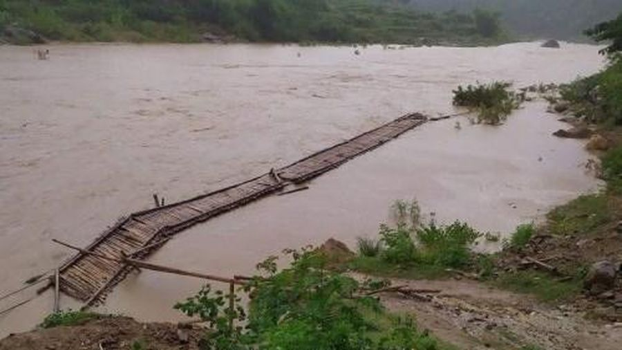 Hàng trăm hộ dân miền núi Thanh Hóa bị cô lập sau bão số 2